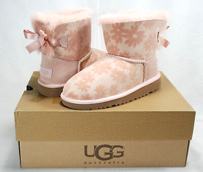 872438fca0c UGG GIRLS' MINI Bailey Bow Flowers, Baby Pink Suede & Shearling, Kids 2, Nib