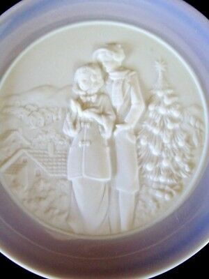 1994 date Mini Small Lladro Plate Christmas Tree  Scenery Couple Home