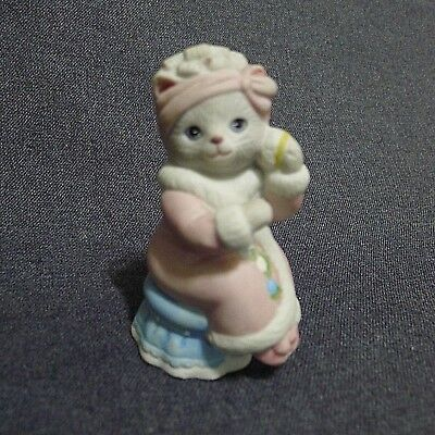 Kitty Cucumber Priscilla Ceramic Figurine In Curlers & Pink Robe On Stool 1988