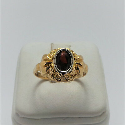 18Ct Yellow Gold Garent Ring - Valued @$964 Comes With Valuation