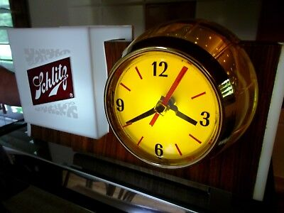 "Vintage 1965 ""Schlitz"" Beer Barrel Clock Light (Excellent)"
