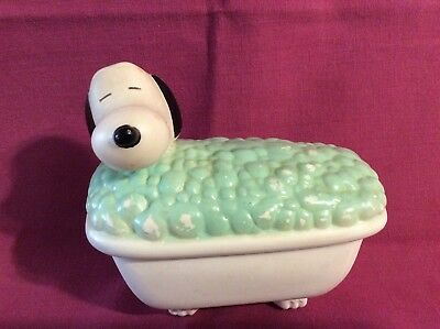 AVON SNOOPY BUBBLE BATH SOAP CONTAINER Vintage From 1971