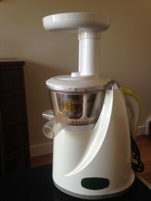 Oscar 930 Pro Juicer. Excellent condition with all attachments and instructions.