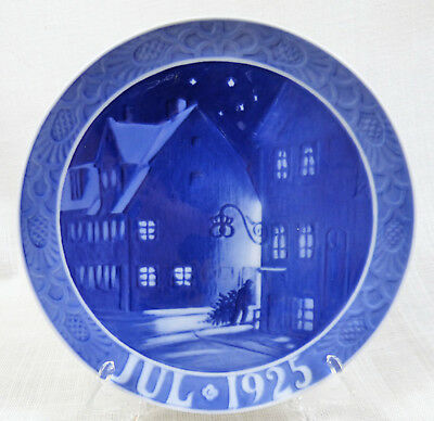 "1925 Royal Copenhagen Christmas Plate ""Street at Christianshavn"""