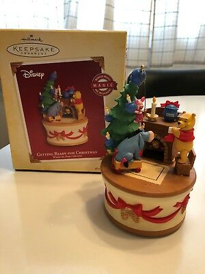 Hallmark Winnie the Pooh and Friends Ornament - Getting Ready for Christmas