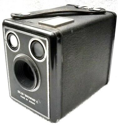 **1940`s KODAK SIX-20 BROWNIE C 620 FILM BOX CAMERA IN V/GOOD CONDITION + CASE**