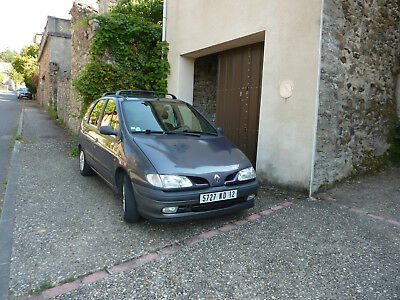 LHD Renault Scenic in France