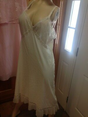 Munsingwear full slip in white size 46 with lots of lace!