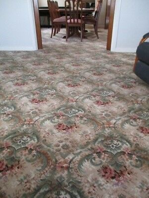 Axminster carpet classic design, lovely colours, in very good condition