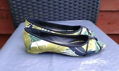 Worn Once Ladies Green Peeptoe Paterned Flats By Emilio Luca X Size Size 5