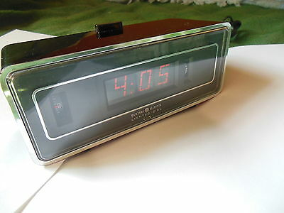 Vintage General Electric GE Roll Roller Clock w/Lighted Dial 8132-4A Black Flip