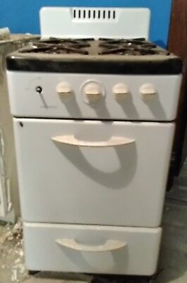 """Vintage Hardwick Gas Stove Apartment Size 20W x 24D x 41""""H Pick up 45331 OH"""