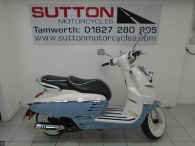 PEUGEOT DJANGO 125 18 plate only 280 miles mint scooter