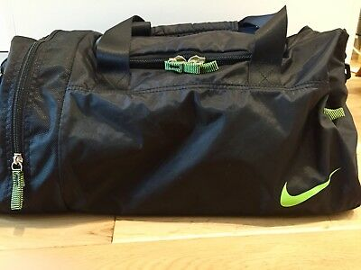 Nike black sports holdall duffle/overnight/gym kit bag excellent condition