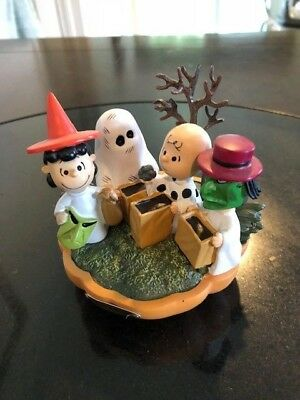 Peanuts Snoopy Hawthorne Village Great Pumpkin Collectibles