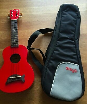 MAKALA Candy Apple Red Soprano Dolphin Ukulele + STAGG Padded Carry Case