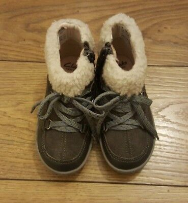 Girls autumn/winter CLARKS boots size 5.5F infant toddler 5 1/2 BRAND NEW!