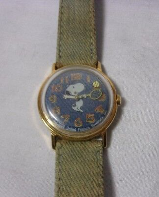 Peanuts Snoopy Playing Tennis Mechanical Vintage Watch United Feature Syndicate