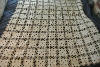 Beautiful Vintage Ecru Linnen & Crochet Tablecloth