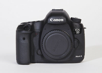 Canon EOS 5D Mark III 22.3 MP Full Frame CMOS + 3 batteries, charger (Body Only)