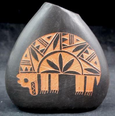 Acoma Pottery Signed D.C. Vallo Etched Bear Seed Pot EXCELLENT CONDITION