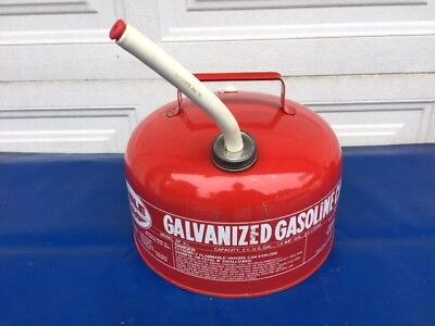 Vintage Eagle SP 2 1/2 Galvanized Steel Round Fuel Gas Can W/Spout VERY NICE