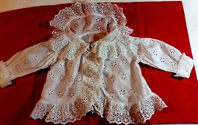 """Beautiful Antique Broderie Anglaise Baby's Matinee Jacket.chest 26"""" Length 11""""."""