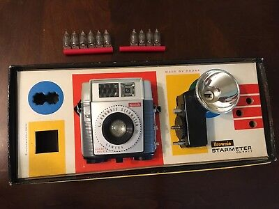 Kodak Brownie Starmeter vintage camera outfit With Extra Flash Bulbs