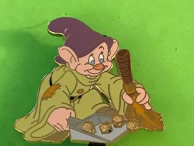 Disney Auctions P.i.n.s. -Dopey Sweeping Diamonds   Le 1000 Pin-Pins