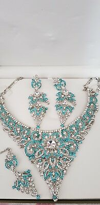 Silver an turquoise diamonds necklace, earrings and hair clip