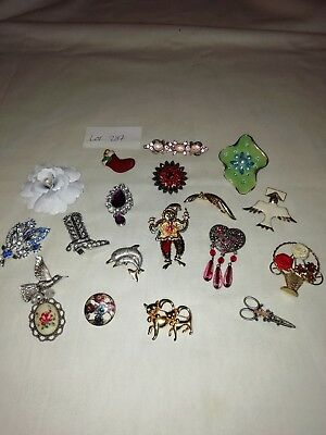 Job Lot Of Vintage And Modern Brooches Scarf Clips