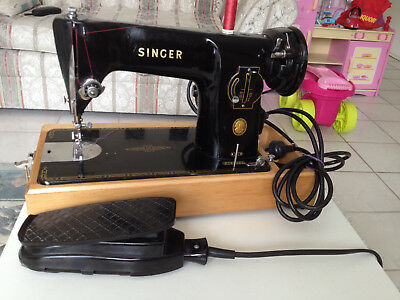 SINGER Beautiful Old Sewing Machine 201K S/N EJ655522 (1954) with Wooden Case.