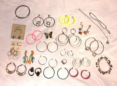 Lot Of 23 Vintage Costume Jewelry Hoop Earrings Retro 80 S And Various Items