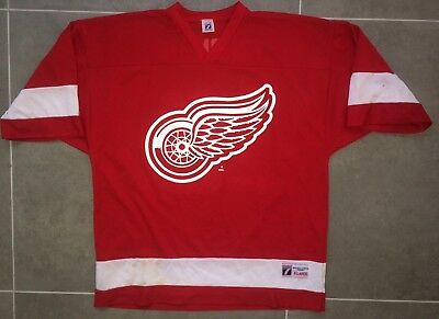 Detroit Red Wings NHL Jersey Yzerman Size XL Ice Hockey Maillot #19 Canada