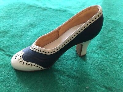 """Just the Right Shoe by Raine - """"Spectate This"""""""