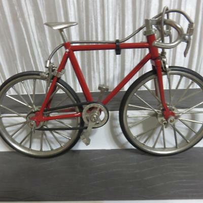 Collectible Mini Die-Cast Metal Bicycle Red Racing Bike For Display Decoration