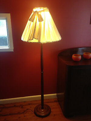 Vintage Timber Standard Floor Lamp With Calico Cream Shade Very Good Condition