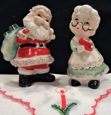 Vtg 1950's Santa Claus & Mrs Claus Salt & Pepper Shakers w/spaghetti trim-Japan