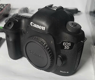 Canon EOS 5D Mark III Digital Camera Body -5DMk3 Full Frame DSLR w/cage,CF cards