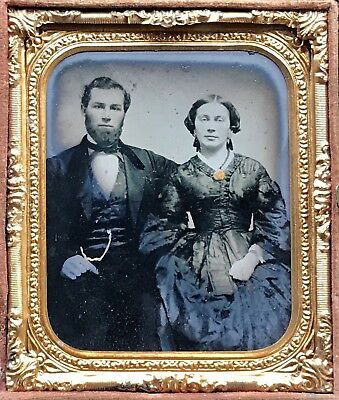 1/6 Plate Thermoplastic Union Case With Rare Ambrotype Of An Embracing Couple