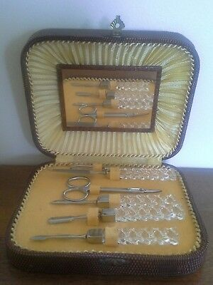 Antique maniqure set