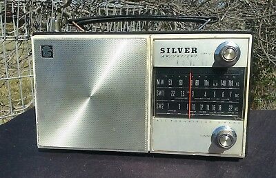 Vintage SILVER ALL TRANSISTOR Radio. Model  8S  - 45.. Working.