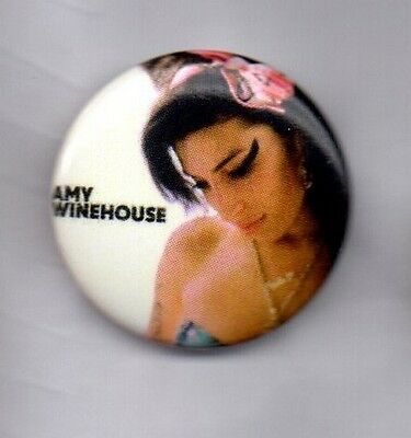 AMY WINEHOUSE BUTTON BADGE English Singer Songwriter - Back To Black  25MM PIN