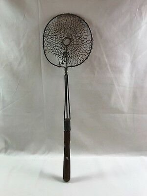 Vtg. Antique Round Woven Wire Rug Beater Wood Metal Handle Primitive