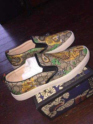 04f39bd758191 GUCCI MEN S BEIGE GG Supreme Canvas Bengal Tiger Slip on Sneakers ...