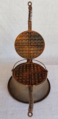 "Vintage ""WAGNER"" Ware No 8 Cast Iron Waffle Iron Ex Restored Condition"