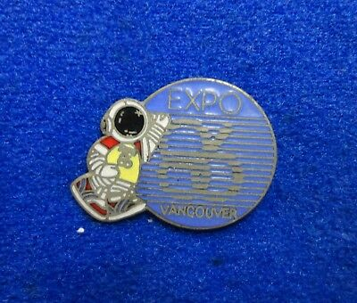 Old 1986 Vancouver Expo 86 World's Fair Ernie the Astronaut Mascot Lapel Pin z3