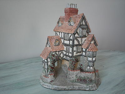 Squire's Hall - David Winter Cottages Collection - Retired 1990 - Mint Condition