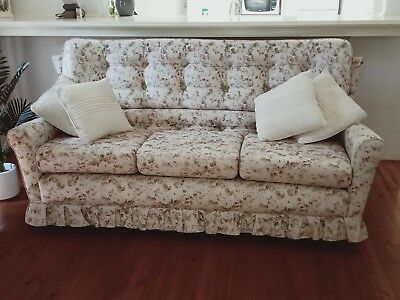 COUCH SOFA - Beautiful living room set - Three seater sofa and two chairs