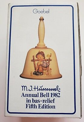 "Hummel Goebel Annual Bell 5th Edition Hum  704  Germany 1982 ""She Loves Me"""